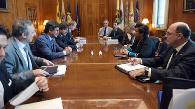 El ministro de Justicia de Argentina, Germán Garavano (3º a la izquierda), se reúne en EE.UU. con la fiscal general estadounidense, Loretta Lynch, y el director del FBI, James Comey, 26 de mayo de 2016.